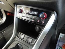 ■ 装備4 ■ 液晶ディスプレイ表示付きフルオートエアコン|運転席、助手席シートヒーター