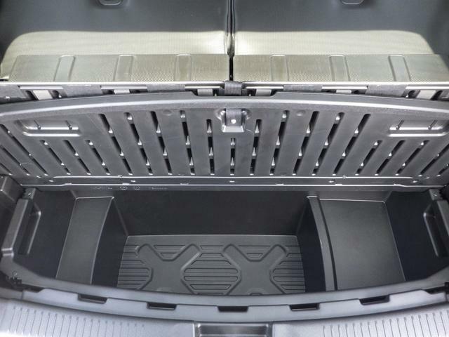 ラゲッジ下のスペースには81Lの容量の取り外し可能なラゲッジアンダーボックスが装備。水洗いも可能で汚れた物の収納にも便利♪