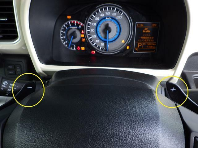 ステアリングホイールにはマニュアルモード付パドルシフトが装備、指先で素早いシフト変更が可能。スポーティーな走りも楽しめます。