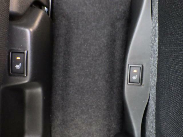 運転席と助手席には座面にシートヒーターを標準装備していますので寒い冬でも座面を暖かく保つことができます。