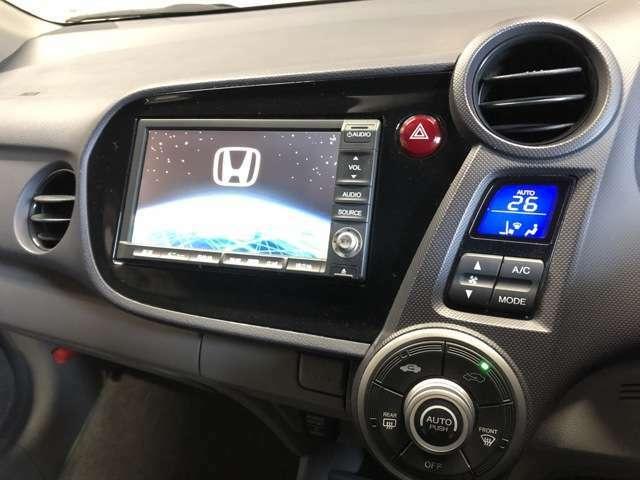 HONDA純正HDDインターナビ搭載。走行中にTVの視聴が可能です。また、ステアリングスイッチにて音量調整などオーディオ操作が可能です。