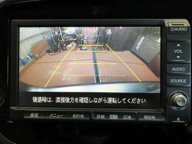 駐車の際に便利なバックカメラを装備しております。