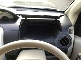 運転席前には運転席から手の届く収納スペースがあります