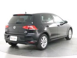 ★リアのスタイルです。Volkswagenのエンブレムにはリアビューカメラが内蔵されております。