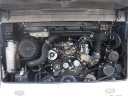 タイヤ溝、前輪両側14.5mm、後輪右11mm、左12mm