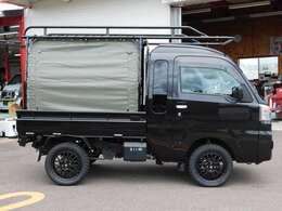 荷台にはカーキ色の幌を!ブラック×カーキの組み合わせはCOOL!!