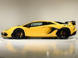 フロントやリアにはALA(Aerodinamica Lamborghini Attiva)が装着されており、空力工学が考えつくされたお車です。