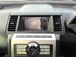 バックカメラ&サイドブラインドモニター付きでバックでの駐車や縦列駐車も楽々ですね♪