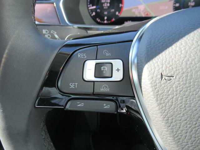 (ACC)アダプティブクルーズコントロールは30-160kmhまで設定可能。設定した車間距離を保って走行可能ですのでロングドライブ時の疲労軽減にも一役です。*設定可能速度は車種により異なります。