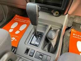 シンプルで使いやすい車内レイアウト!広々とした設計です♪