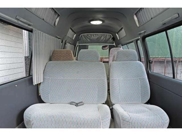 補助シート付リヤシート、蛍光灯×2