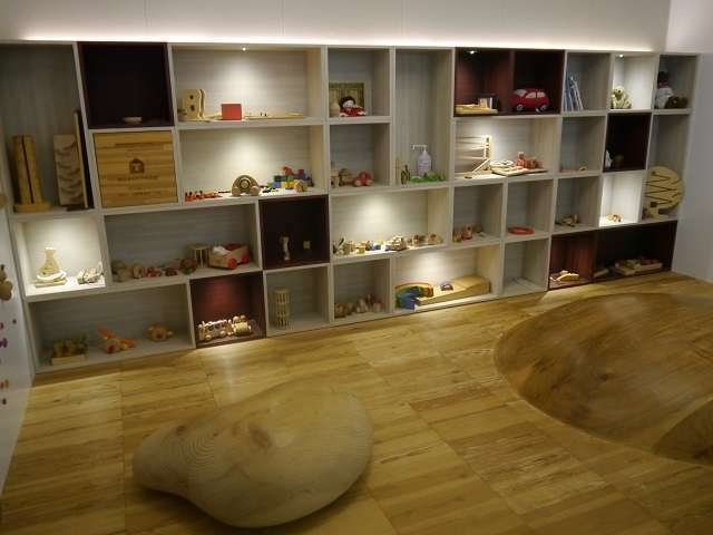 東京おもちゃ美術館監修のキッズルームが御座います。木育をテーマに木の温もりを感じながらお楽しみ下さい。