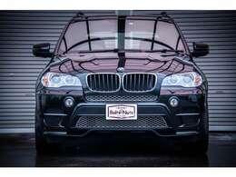 BMW X5ブルーパフォーマンスの入庫です。前オーナー様の愛情が車両より伝わってくる非常にコンディションの良い一台です。