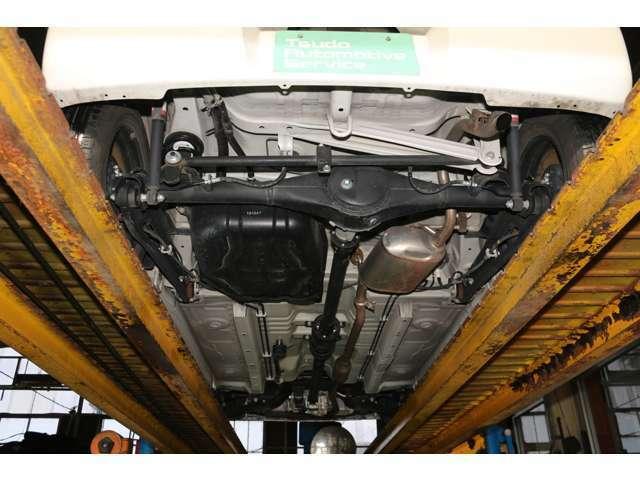 掲載前に、エンジンや下廻りに異常はないか、入念に確認しております。