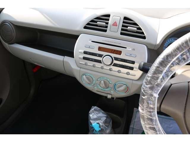 純正ラジオ/CDオーディオ付で、最低限欲しい装備は揃っています。別途23210円(税込)で、オーディオの電話ボタンを押すとBluetoothハンズフリー通話ができる拡張キットも取付可能です。