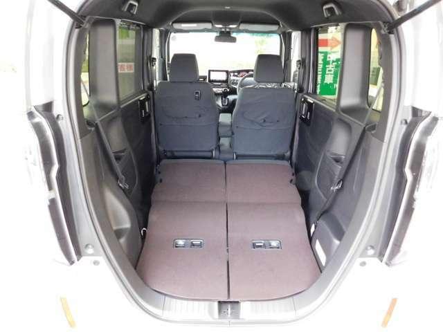 トランクの画像です!リア席は可倒式&前後スライド仕様です!当店のカーライフアドバイザーがぴったりの車両をご提案いたします!
