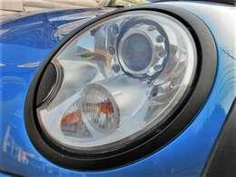 黄ばみもなくクリアできれいなプロジェクターヘッドライト♪HIDですのでより明るくより遠くを照らしてくれます♪