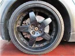 社外17インチアルミホイール♪目立つようなガリ傷やダスト汚れもありません♪タイヤの溝も残っていますよ♪