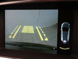 ◆リアビューカメラを装備!ステアリング舵角に応じて動くガイドライン、パーキングセンサーによりストレスのない駐車をサポート。女性オーナー様も多いモデルでございます。