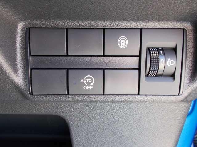 あると便利なスマートキー!鍵をポケットに入れたままドアロックの開け閉めが可能ですので、両手がふさがっている時でも安心です!プッシュスタートエンジンもカッコイイ!これに慣れたらもう戻れません!