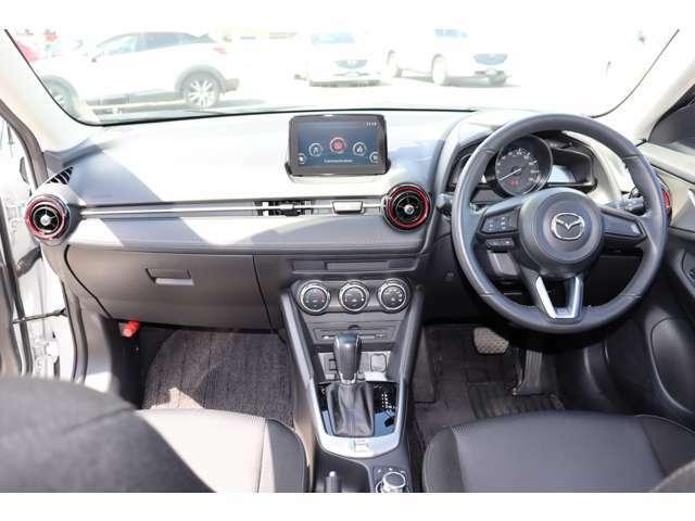 【内装】操作スイッチの手の届きやすさ等、ドライバーを第一に考え作られており、快適な運転をお約束します♪
