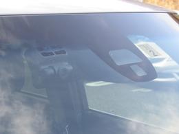 これが前方を監視するカメラです!これで安心してドライブに出かけできます♪ドライブレコーダーが付いているので悪質なドライバーも撃退できますよ♪