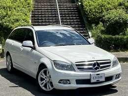 内外装程度の良い車両を仕入れました。人気のホワイトカラーです。内外装・機関のクオリティーには自信のある一台です。是非一度ご覧下さい。