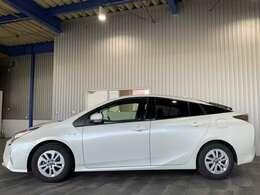 レンタアップ・純正SDナビ・ワンセグ・CD・BT・ステリモ・バックモニター・プッシュスタート・スマートキー・トヨタセーフティセンス・レーンキープ付です。