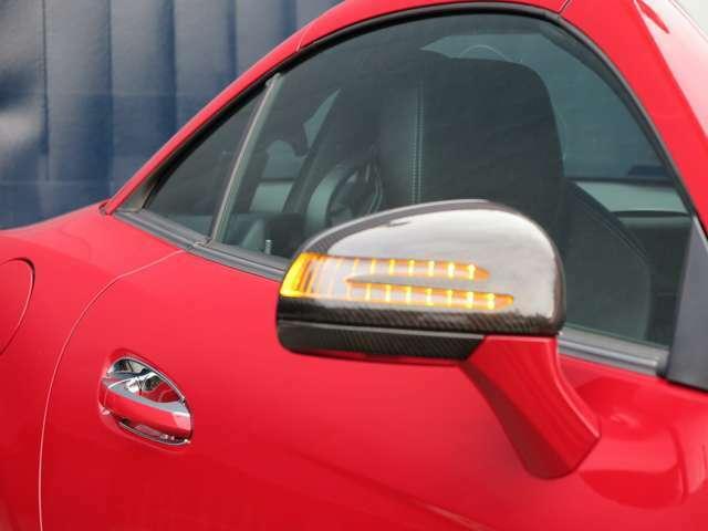 【サイドミラー】アローウィングが目を引くサイドミラーにはAMG GTのカーボンパーツが取り付けられております。