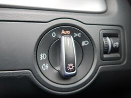 ●オートライトも装備しておりますのでストレスの少ないドライビングをお楽しみいただけます。あるとないとでは大きく違ってくるポイントの一つです!