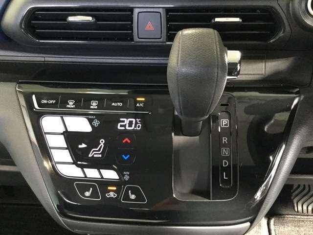 スマートフォンのような操作感の、タッチパネルオートエアコン。