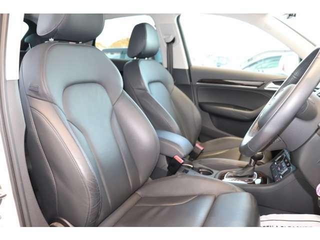 ホールド感のあるシート。少し硬めのシートが長距離ドライブをサポートします。