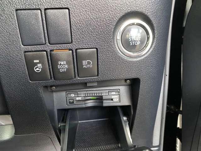 プッシュスタートスイッチ。ETCもついてます。冬にうれしいハンドルヒーターもついてます