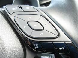 レーンキープアシスト機能を装備。車線をはみ出すと警報をしてくれるシステム。また衝突軽減ブレーキも装着。