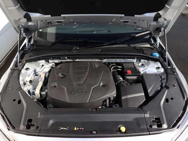 190ps/400Nm(カタログ値)を発生するクリーンディーゼルターボエンジンが、力強い走りを実現。アイシン製8段ATとの組み合わせで、最 高水準の効率性と意のままの走りを両立します。
