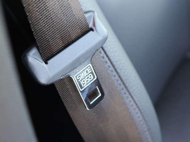 3点式シートベルトは1959年にボルボが開発し、その特許を世界に無償公開しました。それは、技術が大きく進歩した今日においても、もっとも重要な命を守る装置です。