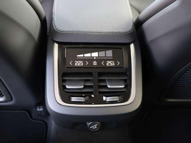 4ゾーン・フルオートマチック・エアコンディショナー搭載により、乗員全員が快適な温度空間を実現します。