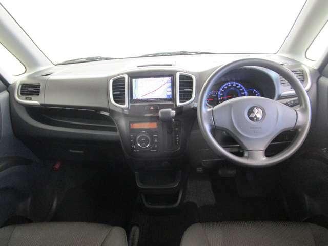 運転席&助手席SRSサイドエアバッグやオートエアコン、アルミホイールなどを装備した「X」グレード