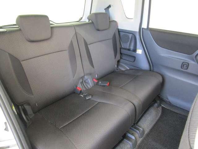 セカンドシートも寛ぎのスペースを確保!前後スライド・リクライニング機能付き!