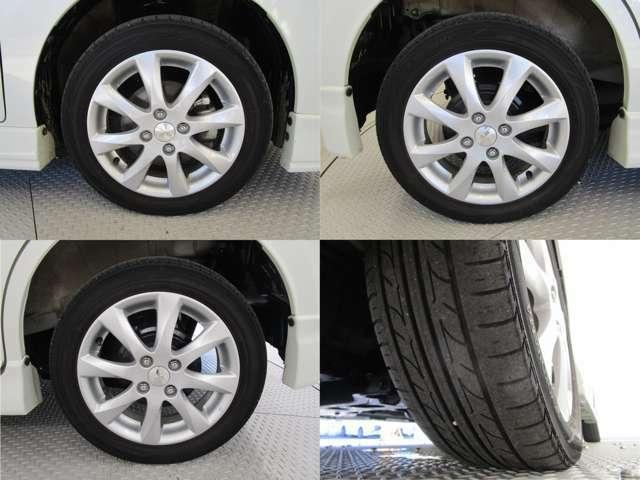 タイヤサイズは165/60R15 夏タイヤです。納車時のタイヤについてはスタッフまでお気軽にお問合せくださいませ。