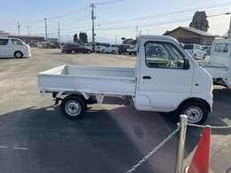 当社の中古車は降雪地帯の富山では仕入れず雪の降らない名古屋から仕入れることで下廻りに錆の少ない厳選車を並べております。状態の良い中古車を提供することが私たちのモットーです!!錆だらけの車は売りません!