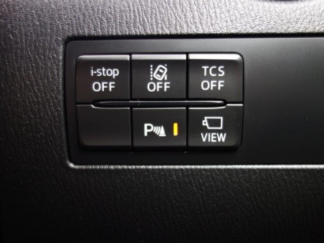 フロント・リアにパーキングセンサーを搭載。バンパー内の超音波センサーで近距離の静止物を検知し、警告音でドライバーに知らせます。