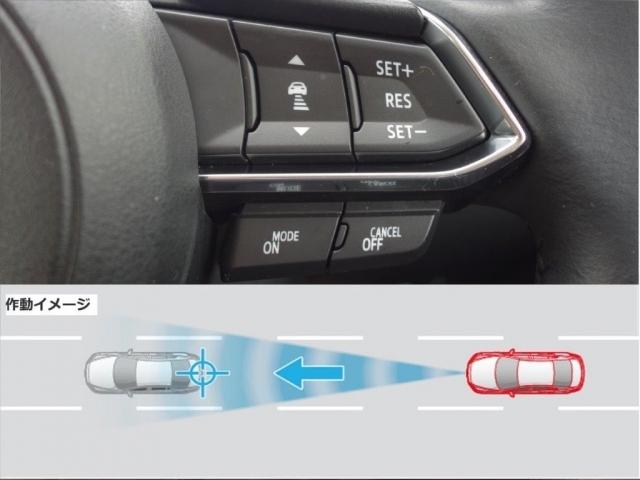 ミリ波レーダーにより先行車との速度差や車間距離を認識し、自動で走行速度をコントロールするMRCC。設定した車速内で車間距離を自動で調整・維持し、長距離走行時などのドライバーの負担を軽減します。