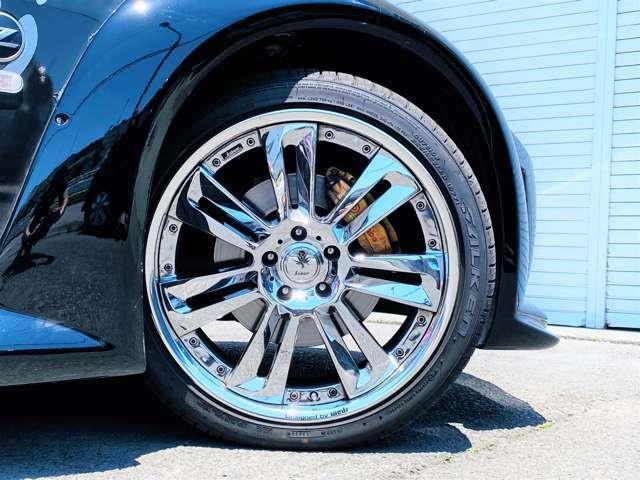 ★ホイールは、「Weds kranze GLOSSA」の20インチを装備!タイヤは、2020年製のファルケン アゼニスを装備!フロントは、255/35R20。リヤは285/30R20のサイズを履いております。そのまま十分お使い頂けます★