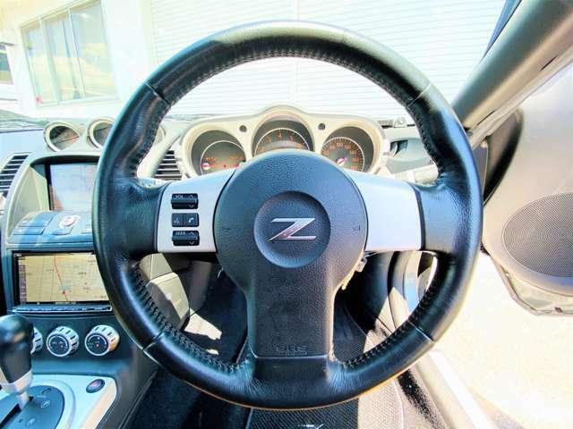 ★ステアリングも使用感は少なく、キレイな状態を保っております。またこれだけカスタムされたお車であっても内装もナビを除いてノーマルに近い状態ですので、安心してお乗り頂けます★
