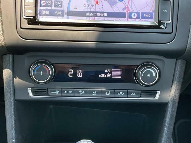オートエアコン装備で車内の空調管理も簡単です。