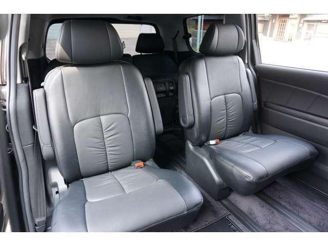 ★【7人乗りセカンドシート】広々とした空間でロングドライブも快適!!★