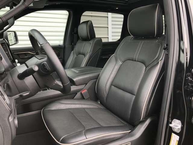運転席/助手席8wayパワーシートが標準ですので乗られる方に合わせて楽々操作で変化できます。