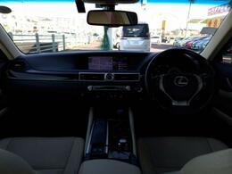 上質な車内空間★落ち着いて運転できますよ★