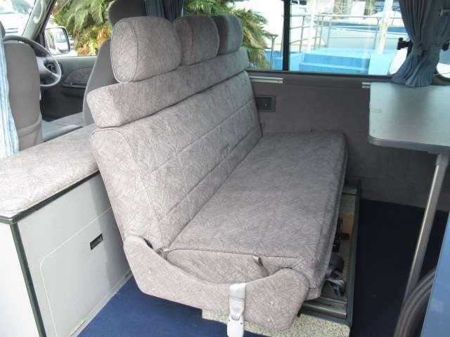 2列目シートは反転しての対面座席が可能です!